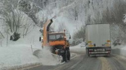 Вонредна прогноза: Поради врнежи од снег, забрана за камиони на Стража и Маврово