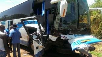 Камерун: Автобус слета во бездна, загинаа дваесетина патници