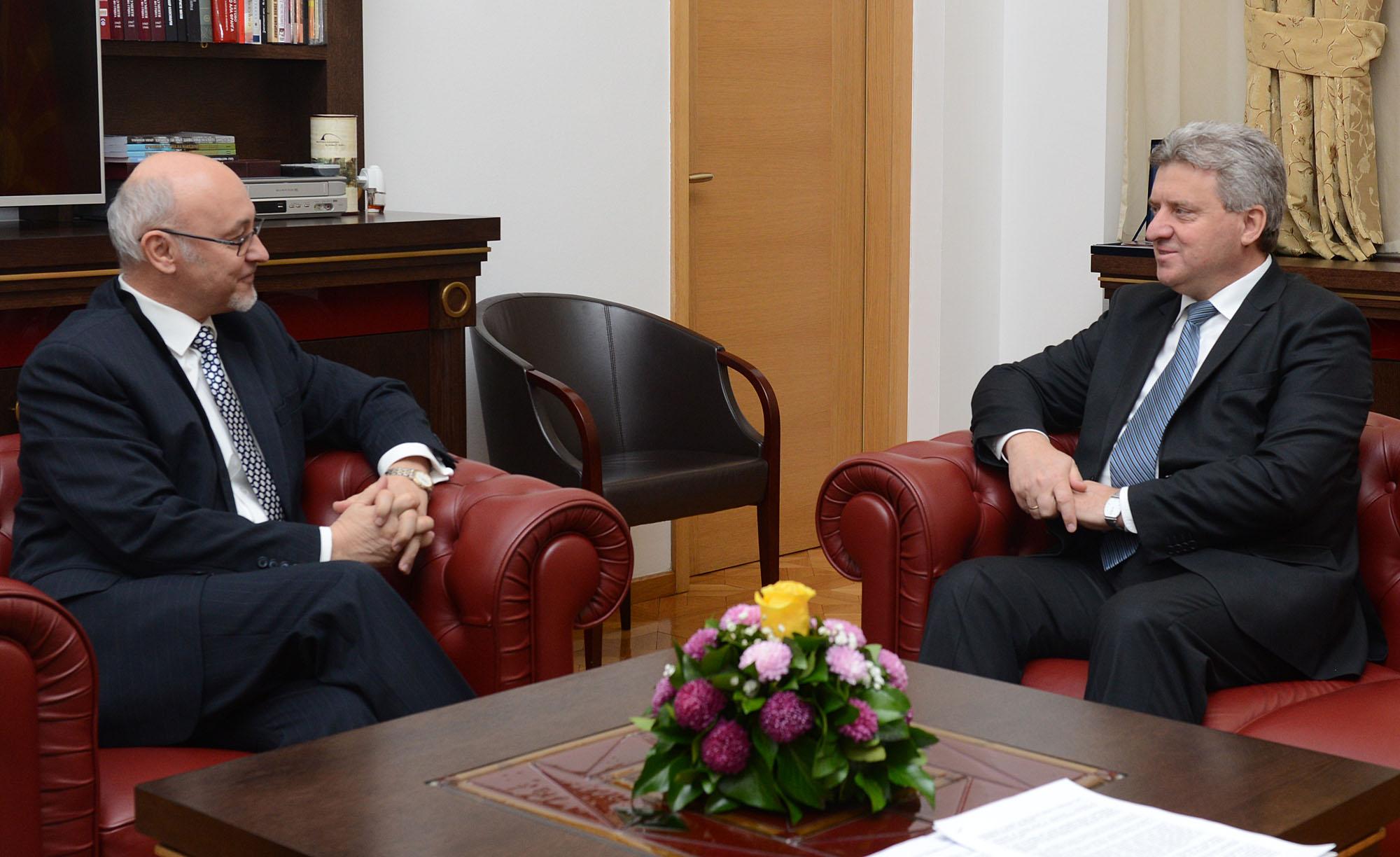Средба на Иванов со бугарскиот амбасадор Петков за европските перспективи на регионот