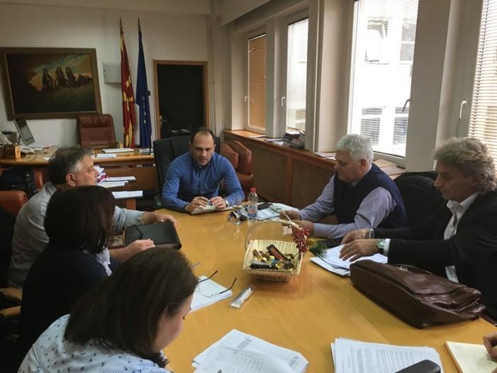 Министерот Филипче на средба со лекарите за зголемувањето на паушалите