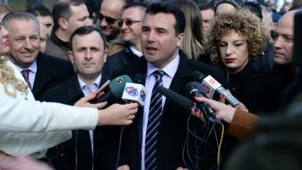 Ако нешто не е во согласност со Уставот, постои Уставен суд, рече Заев прашан за двојазичноста