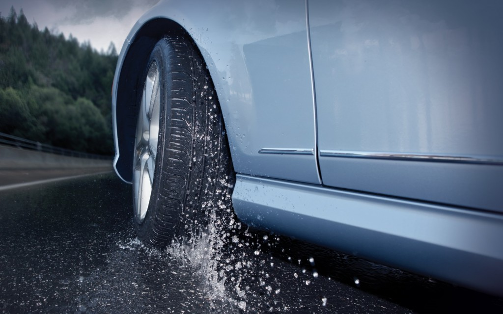 Дожд кај Стража и Маврово  се препорачува внимателно возење