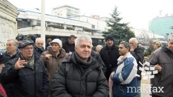 (Видео) Судиите фатени со спуштени гаќи, велат исклучените од парно и најавуваат протести пред Собрание секој ден