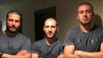 (Фото) Кузмановски и Манасков го загубија облогот, па со нови фризури ќе го продолжат европското првенство