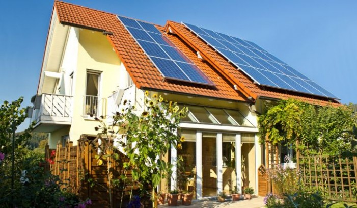 Германците и Данците заработуваат од струја на покривите – Македонија допрва ќе носи закон