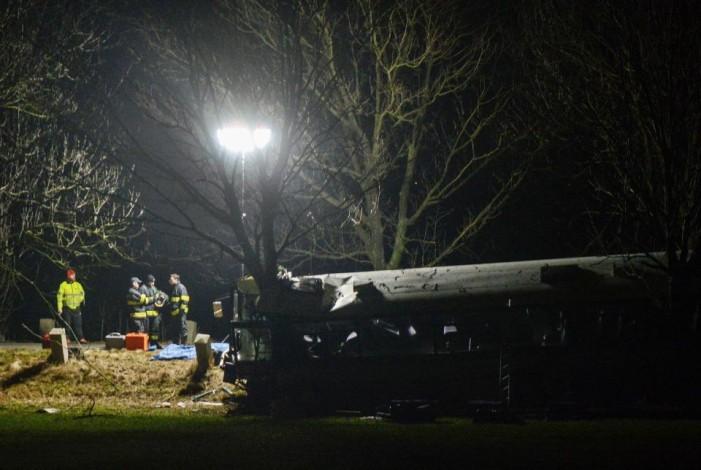 Тројца мртви и 48 повредени во сообраќајна незгода на автомобил и автобус во Прага