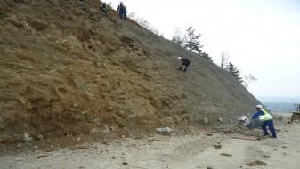 Одрони на патот кај селото Сопот, се вози само по една лента