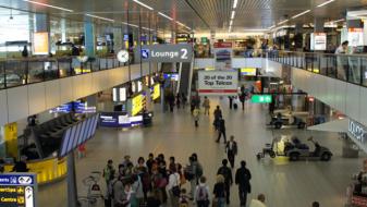 """Повеќе од 170 летови откажани од аеродромот """"Схипхол"""" во Амстердам"""