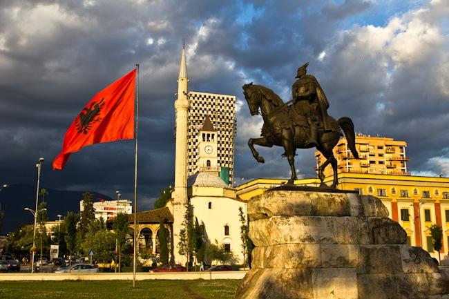 За седум години Албанија ја напуштиле 330 илјади граѓани