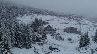 Низ Македонија снег, најмногу во Мавровскиот крај