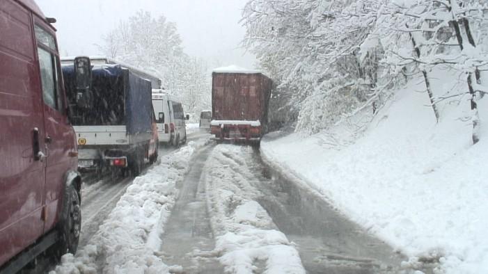 Забрана за камиони и автобуси на патниот правец Тетово-Попова Шапка