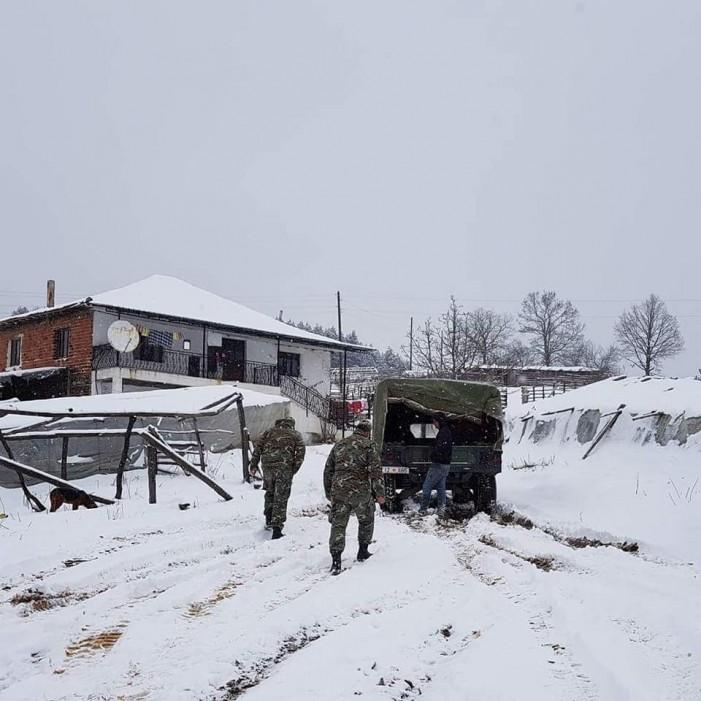 (Фото) Деца од Штипско со возила на Армијата пренесени во болница