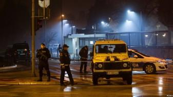 (Видео) Маж фрли граната врз Амбасадата на САД во Подгорица, по што се разнесе