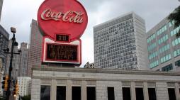 """""""Кока-кола"""" забележа загуба од 2,75 милијарди долари"""