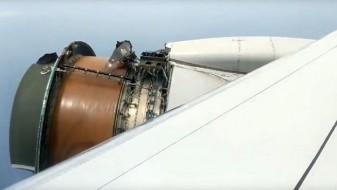 (Видео) Патник кој летал за Хаваи снимил како паѓаат делови од моторот на авионот