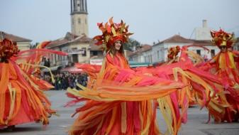 """(Фото) Илјада маски дефилираа на карневалот """"Прочка"""" во Прилеп"""