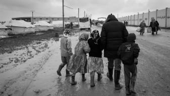 Хелсиншки: Нелегална депортација на бегалци и мигранти од Македонија во Грција