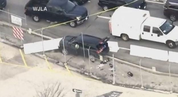 Уапсени три лица кои со возило сакале насилно да влезат во американската агенција за национална безбедност
