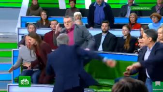 (Видео) Украински политиколог и руски водител се степаа во емисија во живо
