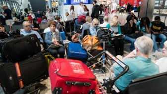 Лондонски аеродром затворен поради бомба