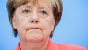 Меркел го расчистува патот за својата наследничка