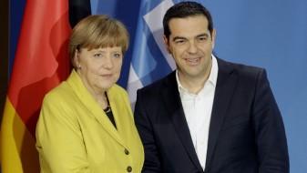 Средба Ципрас-Меркел: Канцеларката ќе продолжи да ги охрабрува Македонија и Грција да го решат спорот