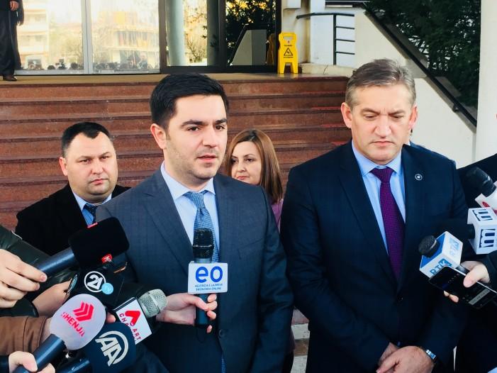 Средба Бектеши-Бечај: Автопатот од Блаце до Скопје ќе ја зголеми трговската размена со Косово