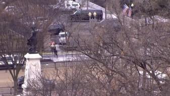 (Фото) Со автомобил се забила во барикада пред Белата куќа