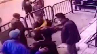 (Видео) Полицаец спаси дете кое паѓало од трети кат во Египет