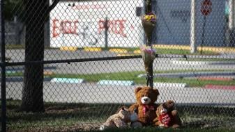 За време на масакрот на Флорида, училишниот полицаец си стоел во дворот