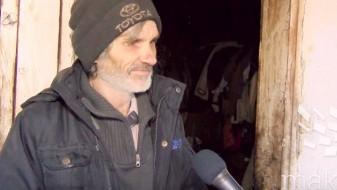 (Видео) Сам и болен преживува во планина, волците му доаѓаат секоја вечер