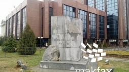 (Фото) Град Скопје: Дрвото кај споменикот на Ќосето ќе чини 5.000 денари