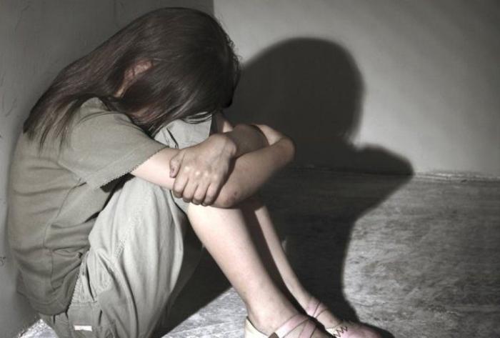 Обвинение за три лица што тргувале со малолетничка и сексуално ја искористувале