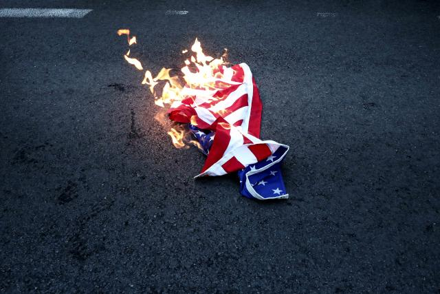 Американци убијци    Во Грција гореше знамето на САД
