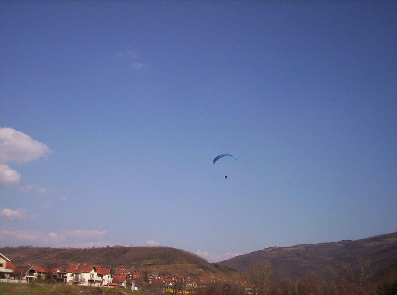 Загина параглајдерист во Крушево