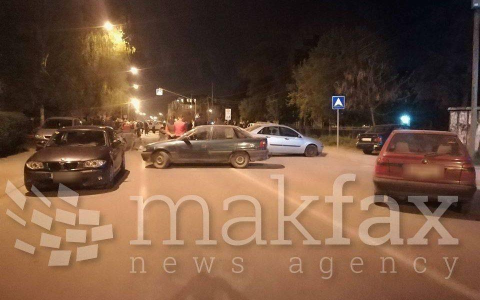 Жителите на Ѓорче Петров ја блокираа улицата со автомобили