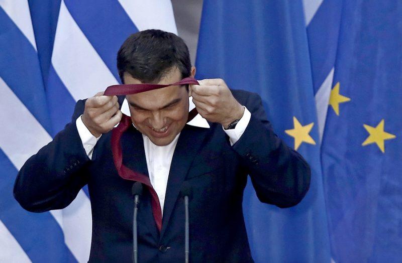 Ципрас првпат стави вратоврска: Имав потешкотии, но ќе се навикнам