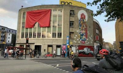 галерија, Лондон, црвени гаќи