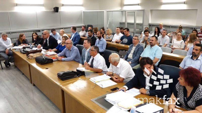 ДУИ во 2013 година забележала дека на седница на владата ВМРО-ДПМНЕ протнала 400 државјанства на луѓе од Кичево