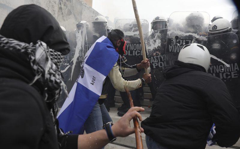 (Видео) Во Атина протести против Преспанскиот договор, солзавци и нереди