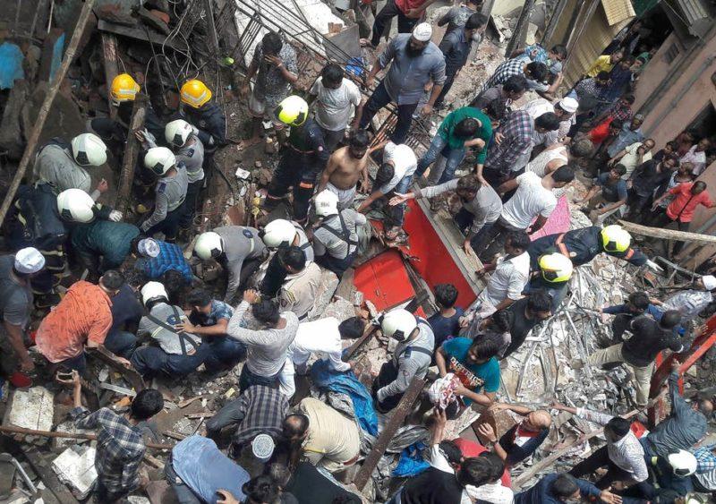 (Видео) Се урна зграда во Мумбај, над 40 затрупани