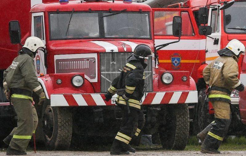 Две семејства настрадаа во пожар во зграда во Сибир