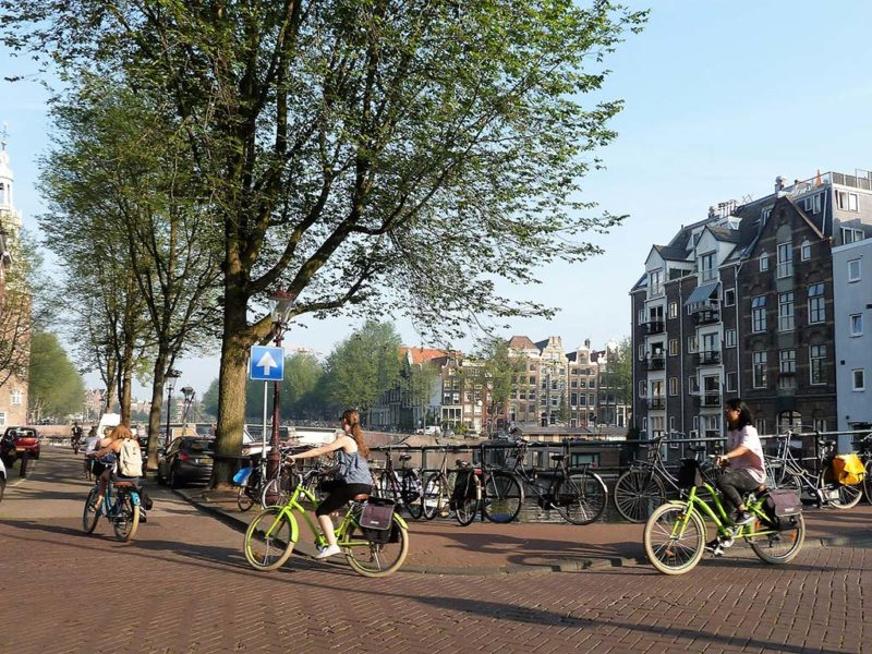 Во Холандија бројот на слободни работни места еднаков на бројот на невработени