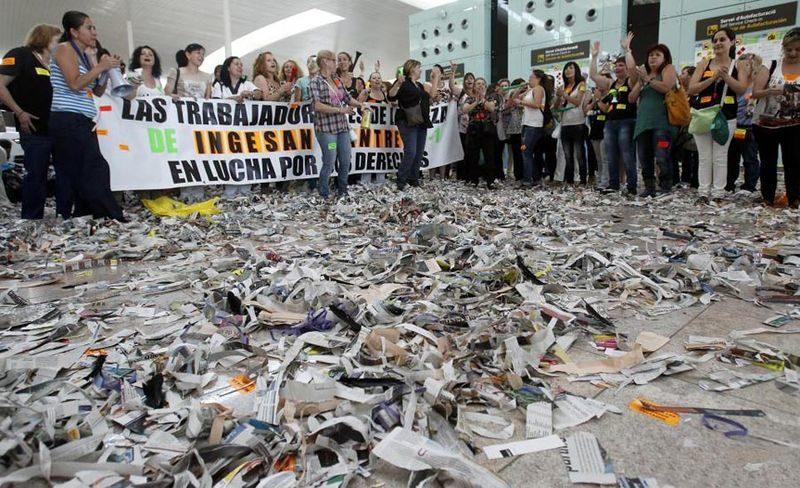 Оштетен аеродромот во Барселона, откажани 45 лета