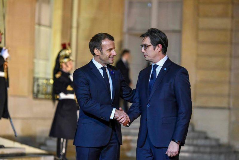 Макрон го пречека Пендаровски во Париз