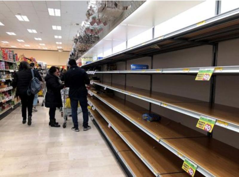 Паника од коронавирусот, Италијанците ги испразнија супермаркетите
