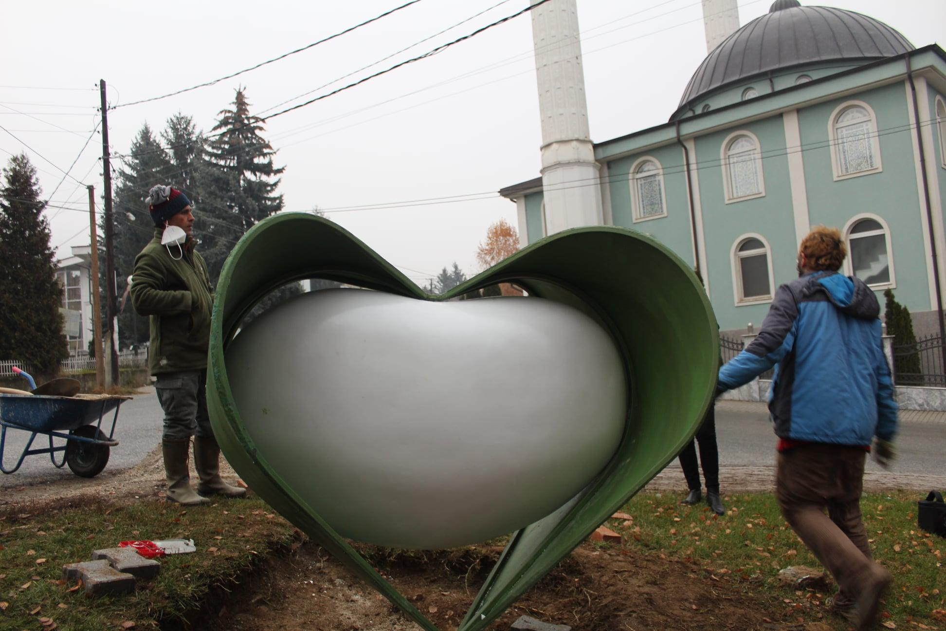 Споменик на гравот во село Теарце