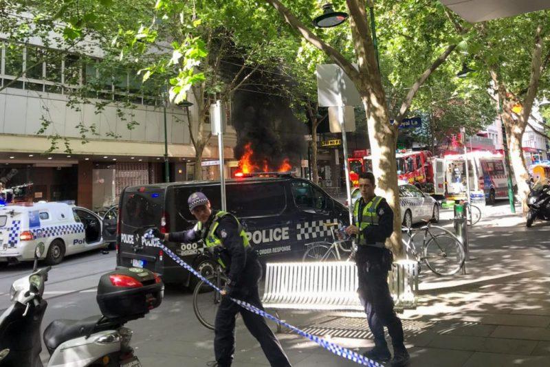 Напад со нож во трговски центар во Мелбурн – избодени двајца мажи